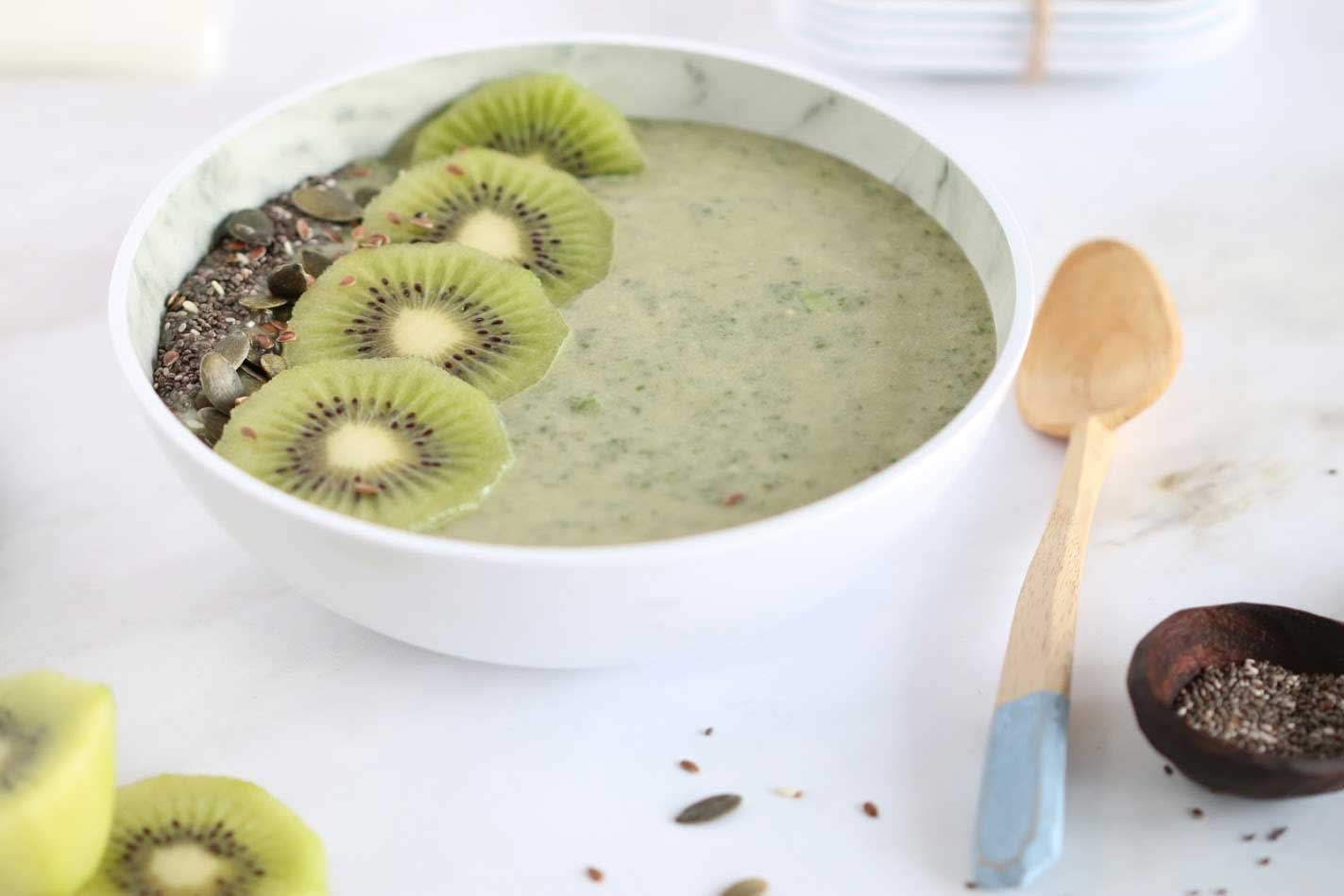 Green Smoothie Bowl - Healthy And Delicious!